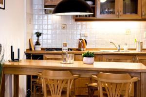 Een keuken of kitchenette bij FanTom Home