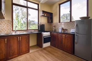 A kitchen or kitchenette at Rayan Apartments & Safaris