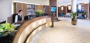Lobby/Rezeption in der Unterkunft Lindner Hotel Am Michel