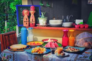 Opções de café da manhã disponíveis para hóspedes em Farofa Loca Hostel