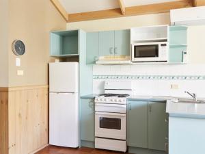 A kitchen or kitchenette at NRMA Darlington Beach Holiday Resort