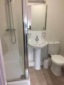 A bathroom at Green Gables Hotel