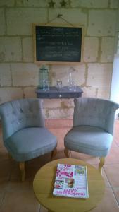 A seating area at Une Chambre à la Campagne