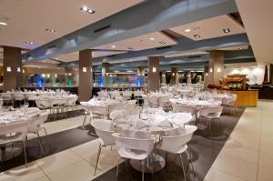 Een restaurant of ander eetgelegenheid bij U Coral Beach Club Eilat – Ultra All inclusive
