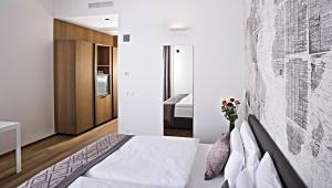 Кровать или кровати в номере Hotel Golden Crown