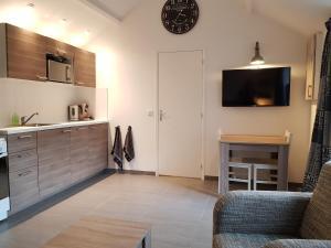 Een keuken of kitchenette bij Gezellig Huisje in het Centrum