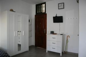 Una televisión o centro de entretenimiento en Studio El Faro