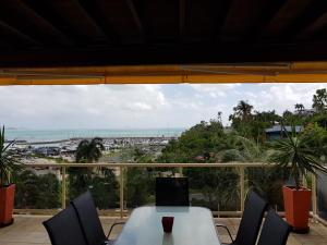 A balcony or terrace at Amazing Marina views for family