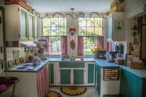 A kitchen or kitchenette at Whistle Stop Inn Cabin