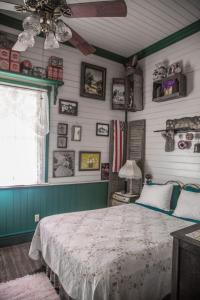 A bed or beds in a room at Whistle Stop Inn Cabin