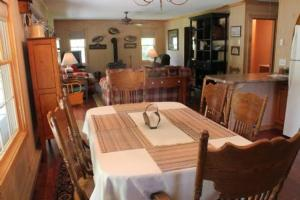A restaurant or other place to eat at Lake Landing Cabin #53677