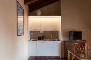 A kitchen or kitchenette at Residenza Grandi Vedute