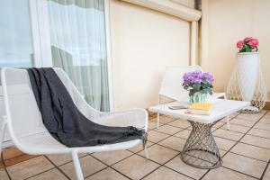 Ein Sitzbereich in der Unterkunft Petit Palace Canalejas Sevilla