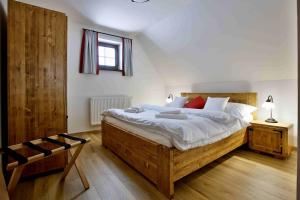 A bed or beds in a room at Rezort Gothal Chalupy