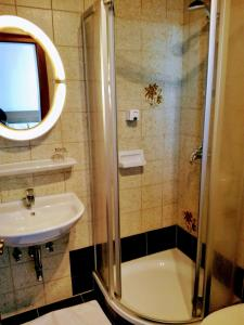 Ein Badezimmer in der Unterkunft Mosers Pension