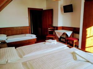 Ein Bett oder Betten in einem Zimmer der Unterkunft Mosers Pension
