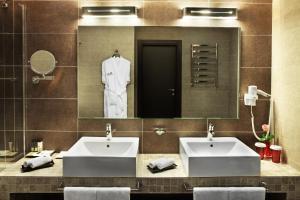 A bathroom at Mirotel Resort and Spa
