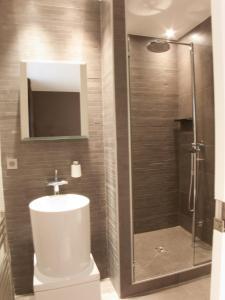 A bathroom at La Maison de Léa