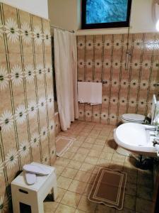 A bathroom at La Taverna del Leone