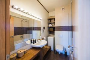 O baie la ZEN Apartments Cluj