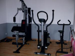 The fitness centre and/or fitness facilities at Appartement sur Golf