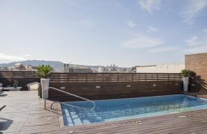 The swimming pool at or close to Hotel Lleó
