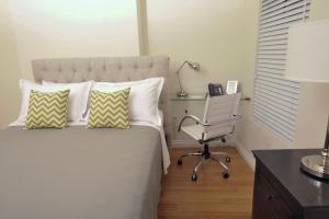 A bed or beds in a room at Bricco Suites