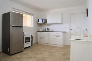 A cozinha ou cozinha compacta de Vredenberg apartment