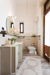 A bathroom at B&B Ortigia Bedda