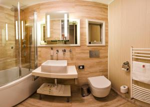 A bathroom at Mama's Design & Boutique Hotel