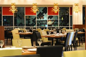 A restaurant or other place to eat at Hotel Granada Johor Bahru