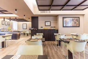 A restaurant or other place to eat at Stadio Hotel