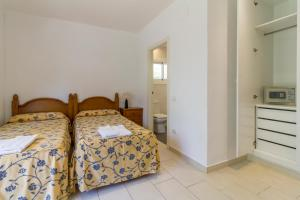 A bed or beds in a room at Apartamentos Sunway San Jorge