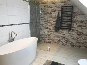 A bathroom at Apartamenty Banino