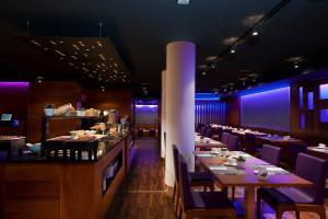 Un restaurante o sitio para comer en Exe Moncloa