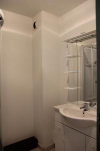A bathroom at Lac Blanc