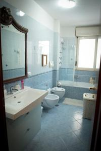 A bathroom at Casa Menhir AeT