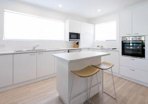 A kitchen or kitchenette at Cayman Quays