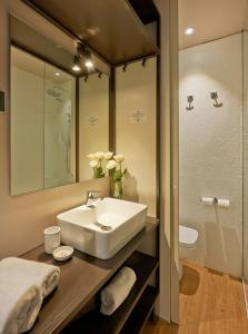 A bathroom at Hostal Central Barcelona