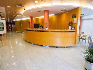 El vestíbulo o zona de recepción de Hotel La Estación de Luanco