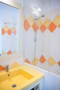 A bathroom at Maeva Particuliers Résidence Promenades des Bains