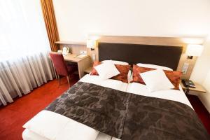 Ein Bett oder Betten in einem Zimmer der Unterkunft Hotel Weisses Ross