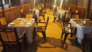 A restaurant or other place to eat at Orion Beach Way