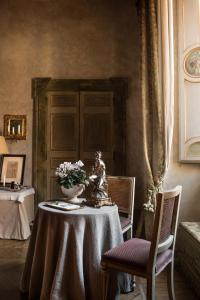 A restaurant or other place to eat at Residenza Napoleone III