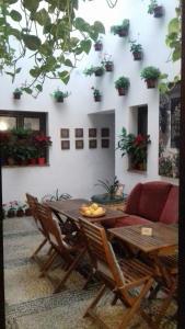 Un restaurante o sitio para comer en Hospederia Alma Andalusi