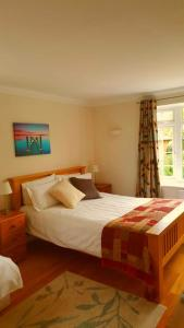 A bed or beds in a room at The Oak at Dewlish
