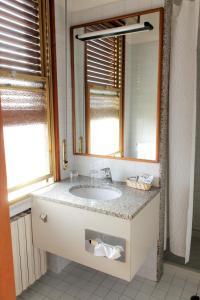 A bathroom at Hotel Napoleon