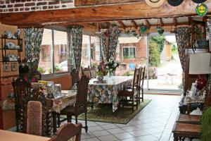Restaurant ou autre lieu de restauration dans l'établissement La ferme de la vallée