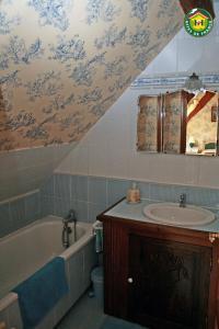 Salle de bains dans l'établissement La ferme de la vallée