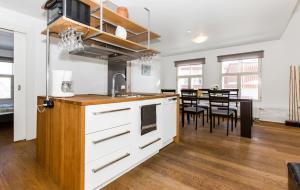 Majoituspaikan Tallinn Sea Side and City Apartments keittiö tai keittotila
